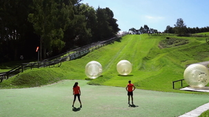 Vidéo - Trip for Two: Zorbing (With Alex and MJ)