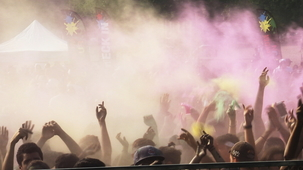 Vidéo - Take A Look: The Festival of Colours