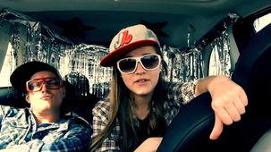 Vidéo - Alice Morel-Michaud sings at a CAR-AOKE!