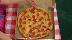 Vidéo - Miss Topé, picnic: Pizza