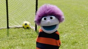 Vidéo - Les bonheurs d'été de Charlie : Jouer au soccer
