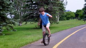 Vidéo - Simon : le monocycle