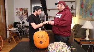 Vidéo - Exploding Pumpkins With Elastics (With Pellep)