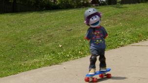 Vidéo - Les bonheurs d'été de Charlie : Planche à roulettes
