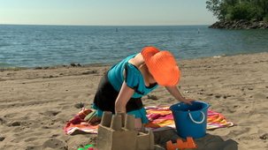 Vidéo - It`s Summer: Playing in the Sand