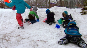 Vidéo - Outside in Winter: Building a Fort