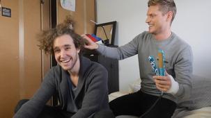 Vidéo - Flat-Ironing Miro Belzil's Hair!