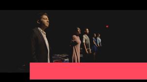 Vidéo - Cinq visages d'Évelyn Frost : les défis d'un comédien bilingue