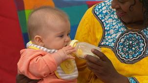Vidéo - Baby at Mini TFO: Chérie (5 months) 2