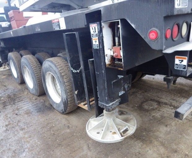 2006 Altec A)38-127 Boom Truck on a 2006 Freightliner M2  30