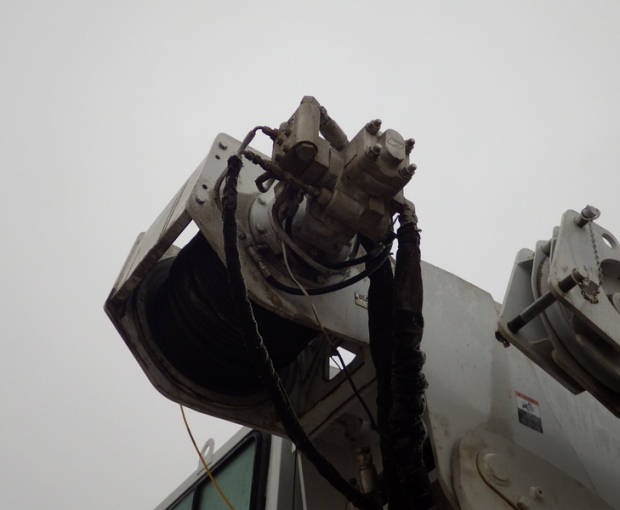 2006 Altec A)38-127 Boom Truck on a 2006 Freightliner M2  44