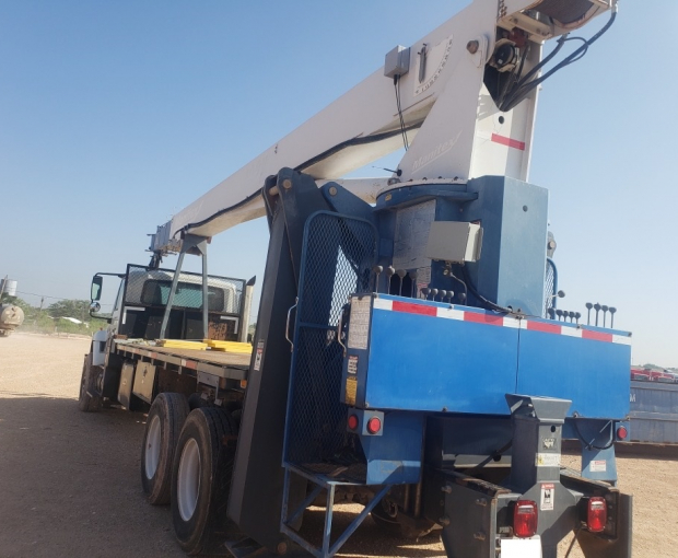 Manitex 30102WL Crane Mounted on 2007 International Navistar 7500 5