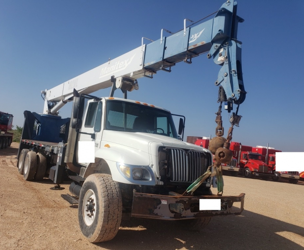 Manitex 30102WL Crane Mounted on 2007 International Navistar 7500 2