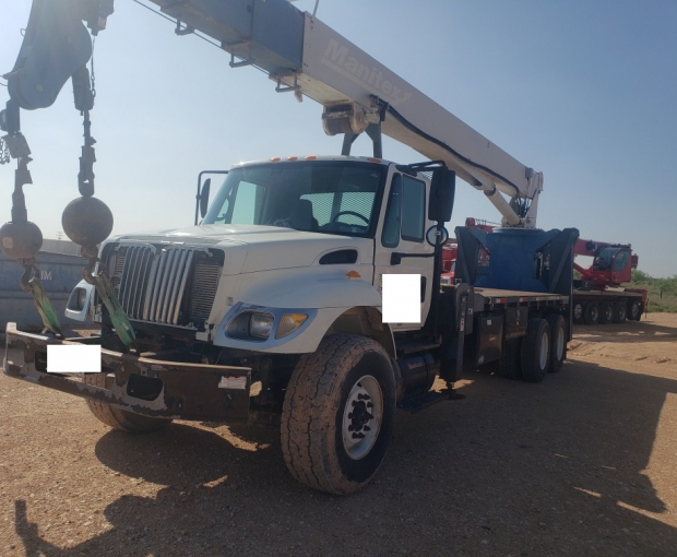 Manitex 30102WL Crane Mounted on 2007 International Navistar 7500