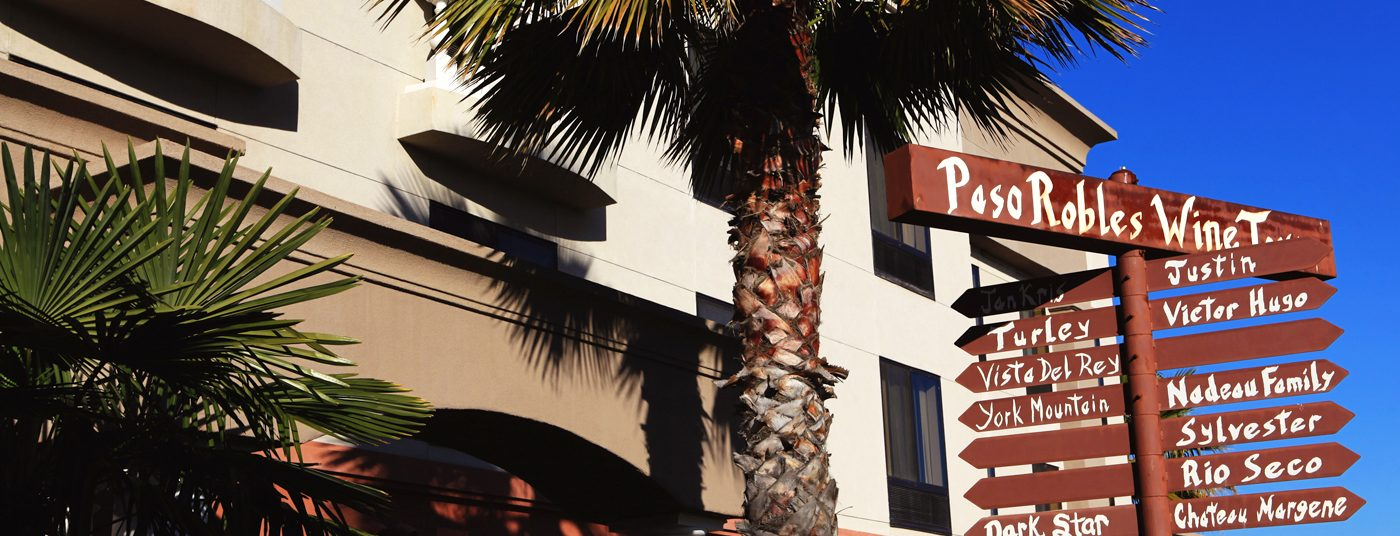 Building Exterior and Destination Sign at Hampton Inn Paso Robles