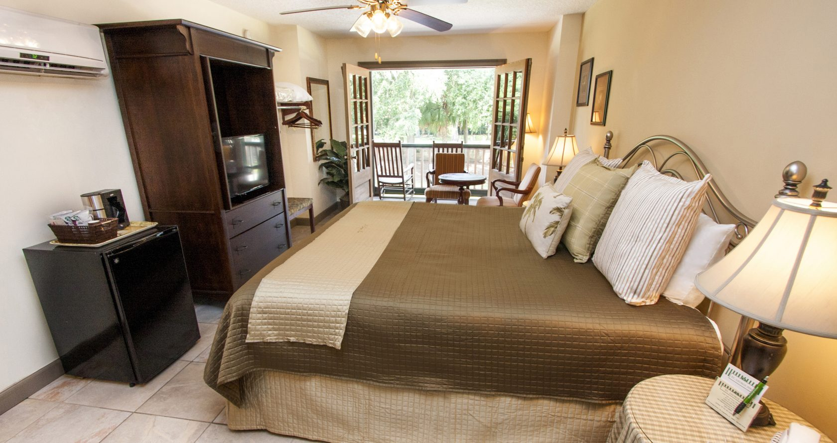 2 bedroom suites in florida%0A The Pinta With Access to a Large Deck