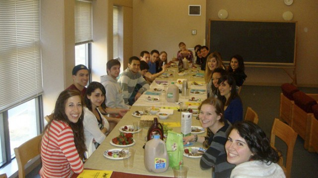 BC Hillel Connects Students to Jewish Tradition Through Shabbat Dinners, Holy Day Events