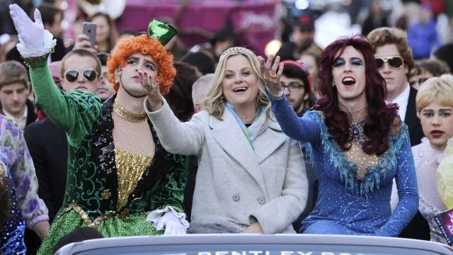 Alumna Amy Poehler Honored By Harvard's Hasty Pudding