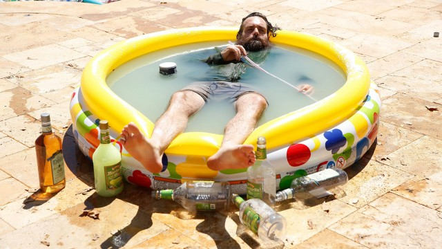 Forte And His Margarita Pool Return To 'Last Man On Earth'