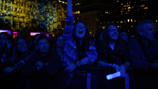 Boston Calling: Avett Brothers Send City Hall Plaza Into The Night