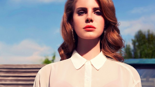 Lana Rewards Legions Of Soft-Hearted Fans With 'Honeymoon'
