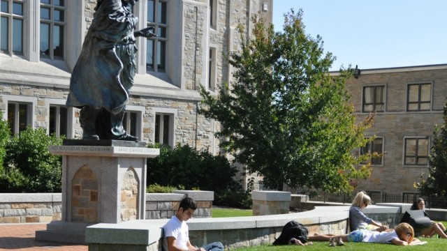 Financial Aid Gap Looms With Perkins Loan Discontinuation
