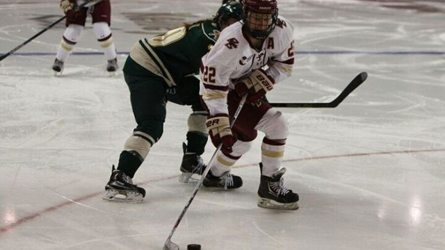Women's Hockey Breaks Program Record With 26th Straight Win