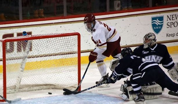 Men's Hockey Hangs On to Take Down New Hampshire