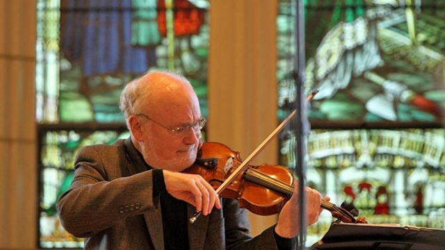 Violinist Daniel Stepner Graces Gasson Audience with Solo Setlist