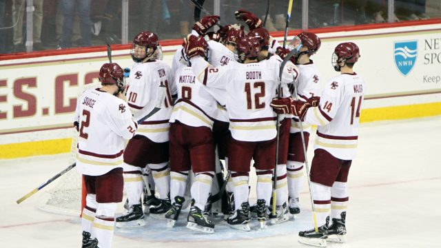 Men's Hockey Continues Hot Streak, Sweeps Maine