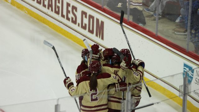 Women's Hockey Continues Home Winning Streak Against Syracuse