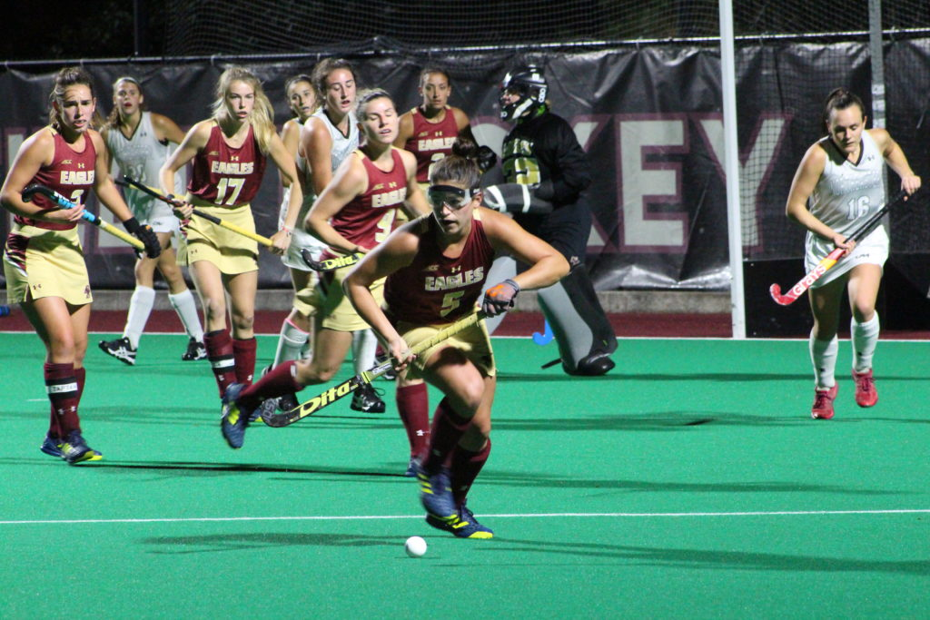 Field Hockey Falls to Top-Ranked Huskies