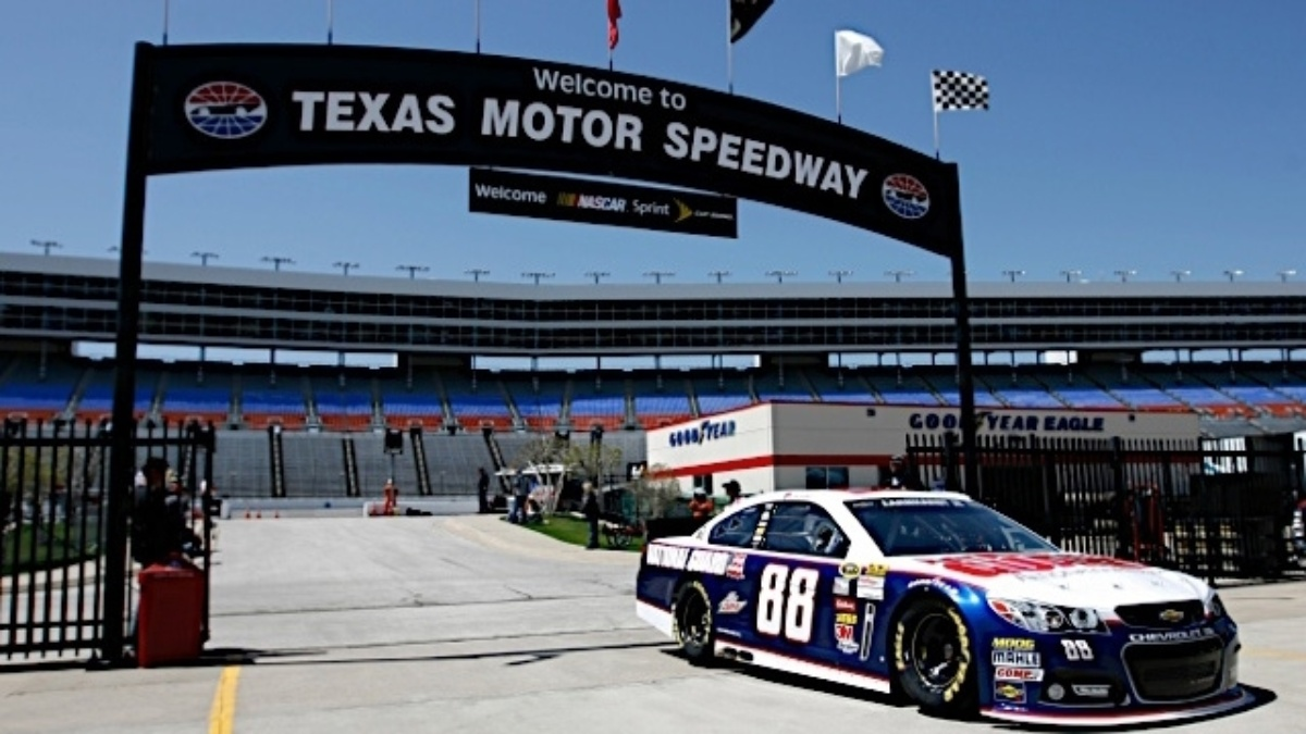Dale Earnhardt Jr., Jimmie Johnson, Jeff Gordon, Kasey Kahne qualify in top 14 at Texas