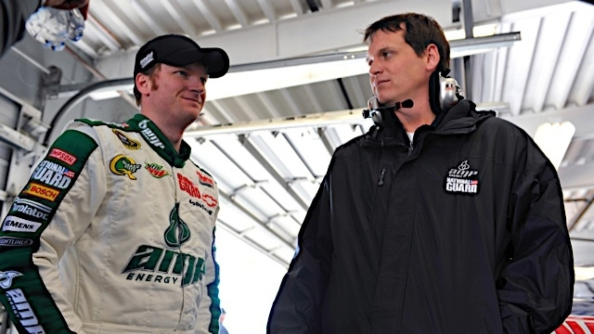 Earnhardt earns spot in Chase, Gordon finishes third at Richmond