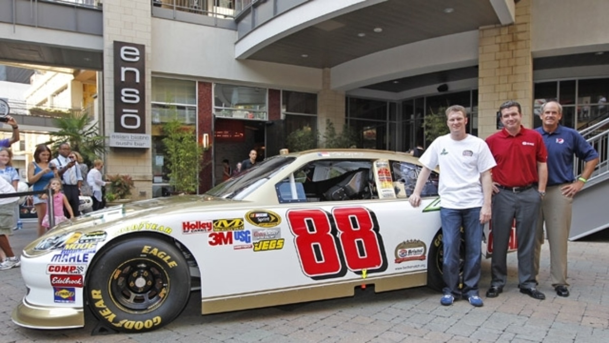 Earnhardt to drive 50th anniversary car at Bristol