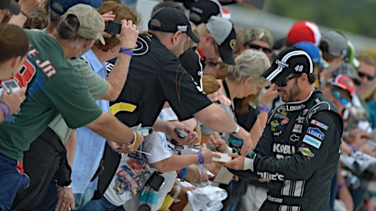Fan voting online, on NASCAR mobile app will design 2013 Sprint Unlimited