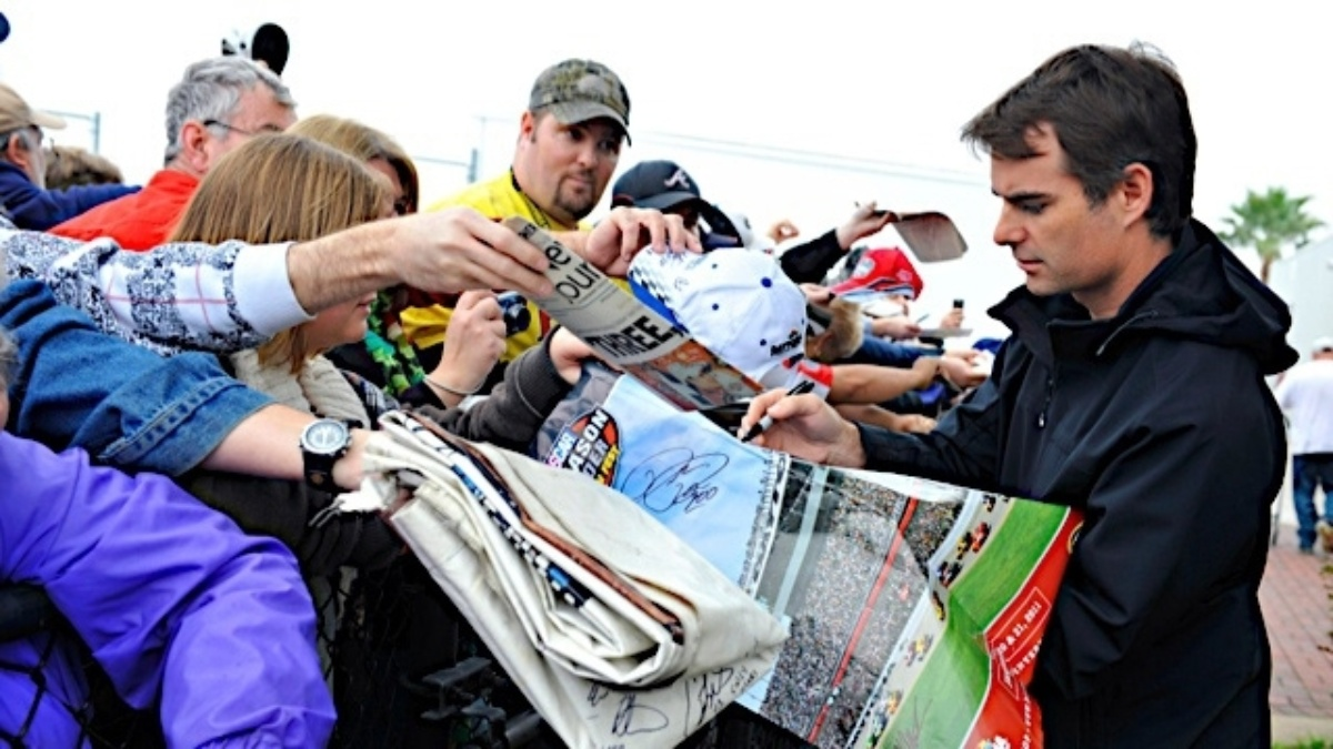 Fans eligible to attend Talladega autograph session with ticket purchase