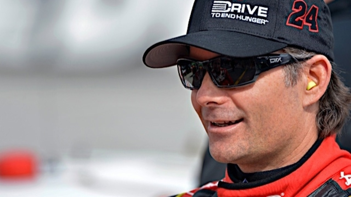Jeff Gordon joins AARP Foundation for $20,000 donation to New Hampshire Food Bank