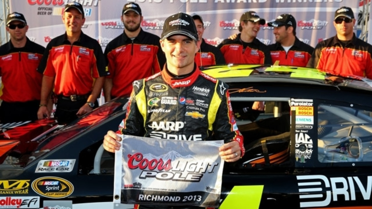Jeff Gordon keeps Chase hopes alive with Richmond pole win