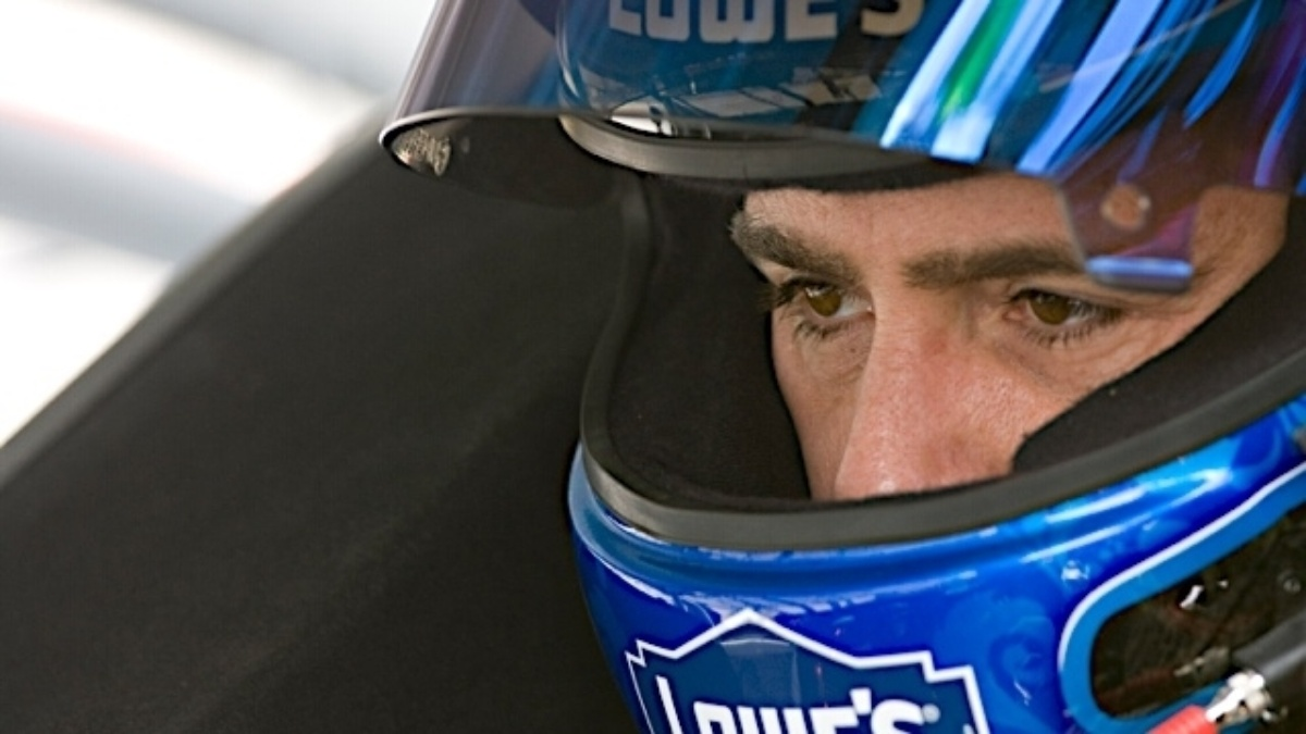 Jimmie Johnson Foundation announces $600,000 in grants with Lowe's Toolbox for Education
