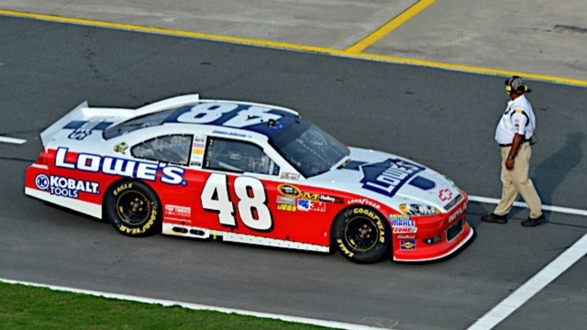 Johnson, Kahne, Earnhardt qualify in top 12 at Charlotte
