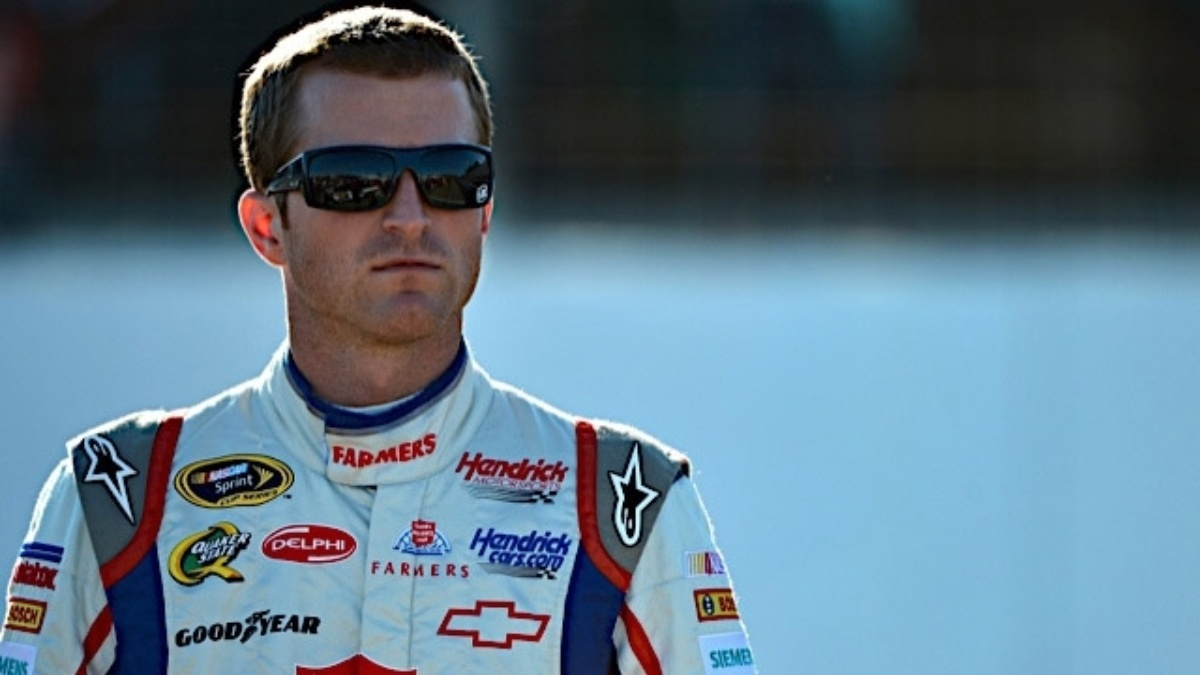 Kahne earns top five at Phoenix, takes third in the standings