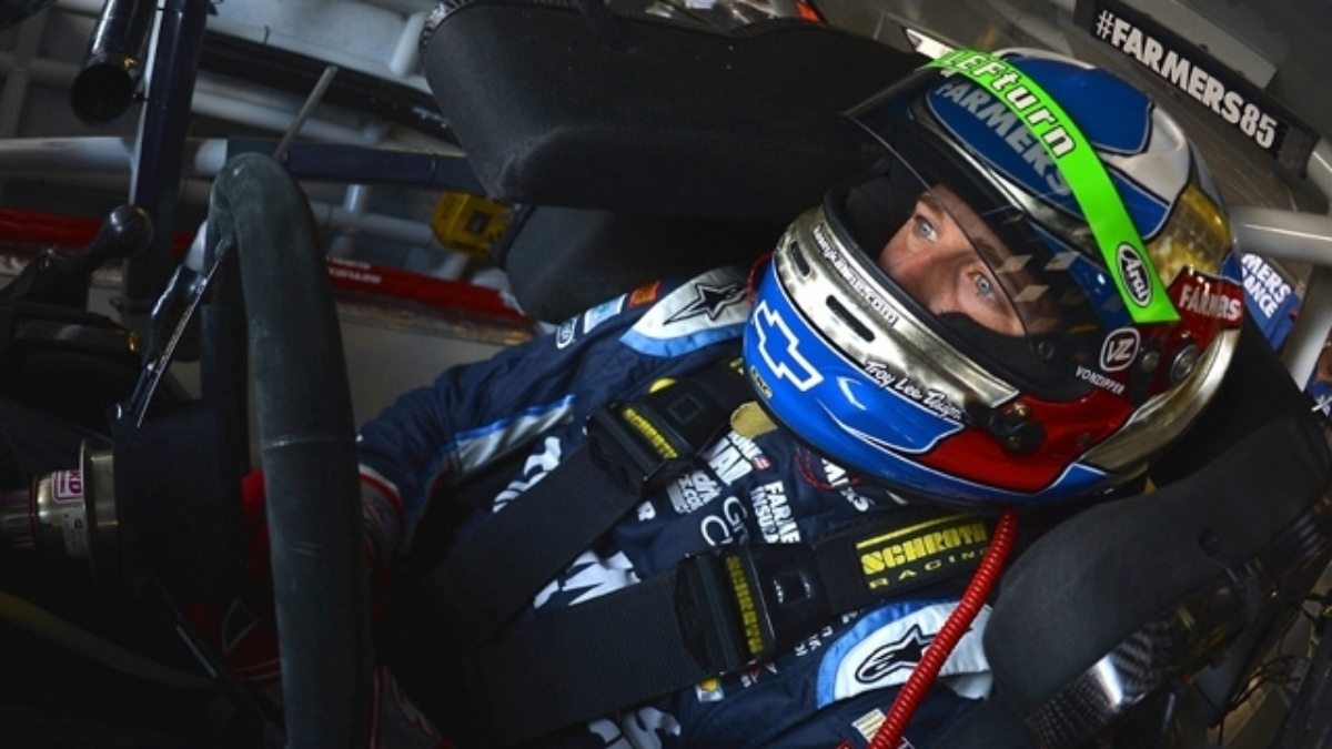 Kahne qualifies third, teammates Earnhardt and Johnson in top 20 at Michigan