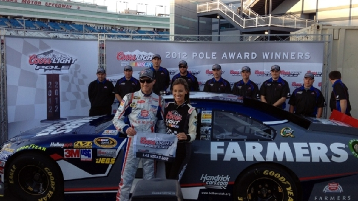 Kahne wins pole at Vegas, teammates in top 16