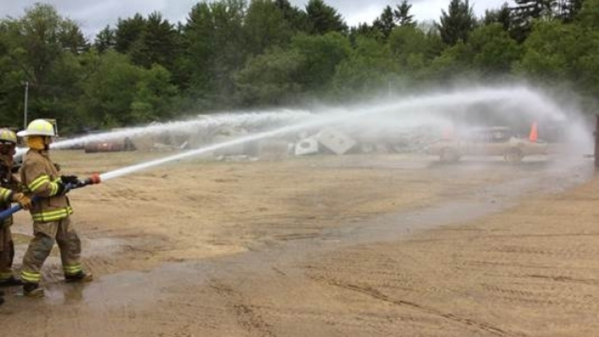 Kasey Kahne trades in his firesuit for firefighting in New Hampshire