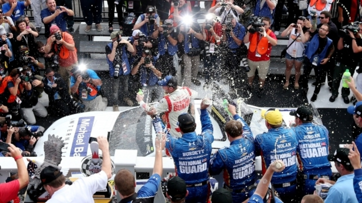 'Perfect' pit strategy helps send Earnhardt to Victory Lane