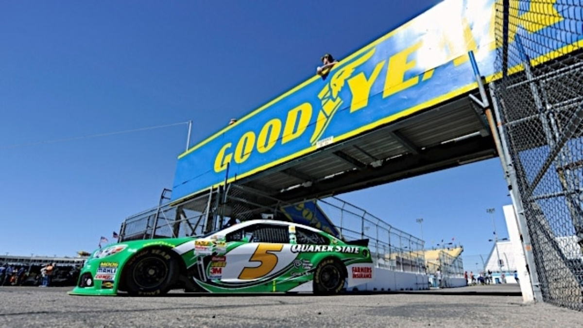 Phoenix qualifying: Kahne on outside pole, Johnson and Gordon in top five