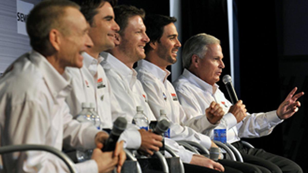 Hendrick Motorsports to celebrate 25th anniversary with parade lap at Daytona