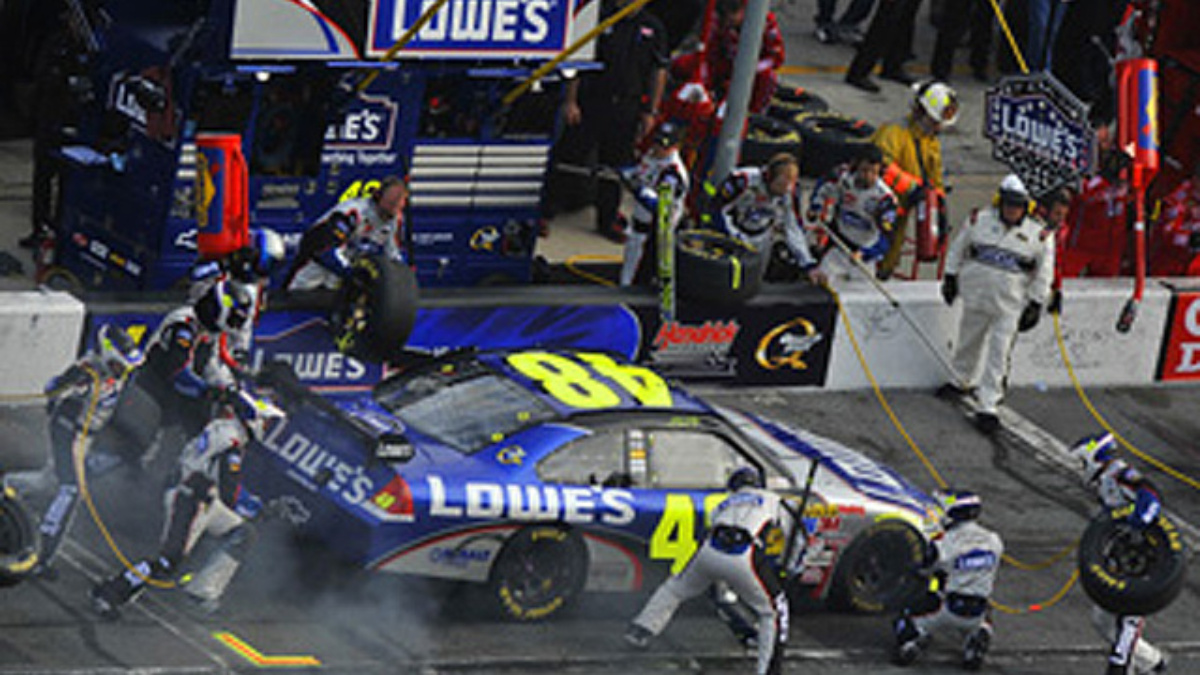 No. 48 crew earns pit road award in Bristol