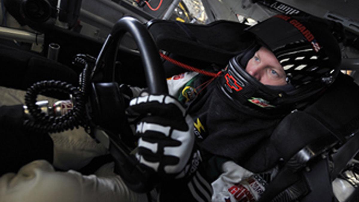 Strong Earnhardt finish nets two awards for Hendrick Motorsports